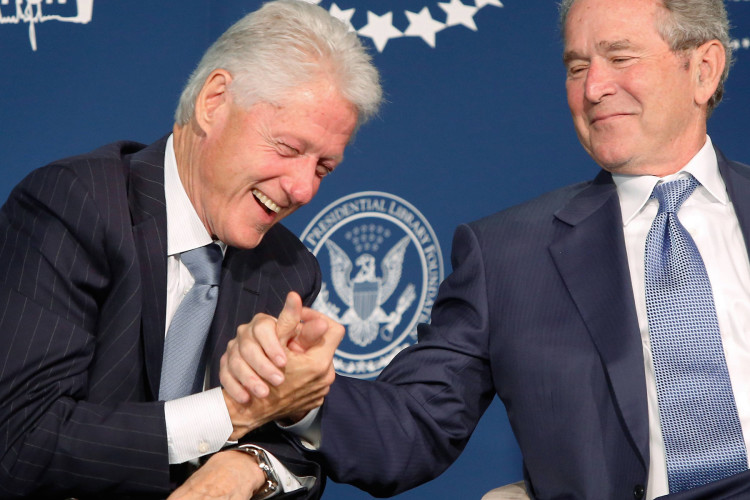 Former U.S. presidents George W. Bush and Bill Clinton shake hands after Bush gave Clinton advice on how to be a grandfather, as they participate in an onstage conversation at a Presidential Leadership Scholars event at the Newseum in Washington September 8, 2014. The Presidential Leadship Scholars program is a joint venture of the presidential centers of former presidents Lyndon B. Johnson, George H. W. Bush, Bill Clinton and George W. Bush. REUTERS/Jonathan Ernst (UNITED STATES - Tags: POLITICS EDUCATION)